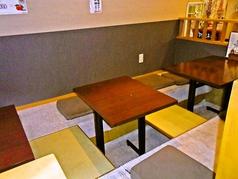 掘りごたつの席があり、家族での食事にも。足をのばしてゆったりとくつろぎのひとときを。