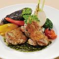 料理メニュー写真旬のお野菜と鶏もも肉のソテー グリーンマスタードソース