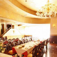 【1Fパーティー会場】…1Fのワンフロア貸切で、着席90名、立食120名までご利用いただけます。歓送迎会や同窓会、結婚式二次会などの各種ご宴会にオススメです♪