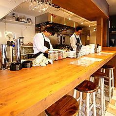 貝と白ワインのバル KAKIMARU 京都七条店の雰囲気3