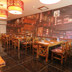 2階は4名様テーブルと6名様テーブルがあり最大40名でご利用いただけます。