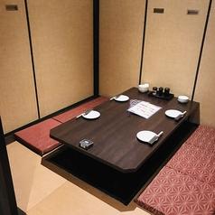 ご友人や同僚との急な飲み会にも使える、2~4名様用のテーブル席完全個室です。肩に力が入らない落ち着ける空間で、リラックスしたひとときを。