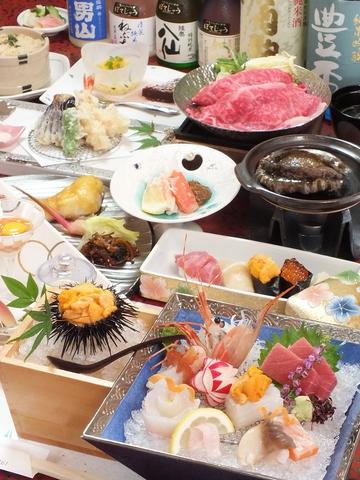 前沖の新鮮な天然物にこだわり、熟練の板前が握る鮨、四季折々の食材を使った懐石料理