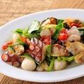 料理メニュー写真北海炙りタコと魚介のマリネ ペペロンチーノ風