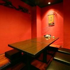 【2名様~4名様】お座敷席◆デートや少人数でのお食事、ご宴会に。プライベート感たっぷりの至福の空間です。食べ放題&飲み放題付宴会コースも2,680円~とリーズナブルにご用意致しました。食べ飲み放題コースの中には、名物もつ鍋も一緒にお召し上がりいただけるものも♪