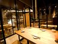 【テーブル】焼肉屋さんには思えないお洒落な雰囲気の店内!カウンター・テーブル・テラスなど、総席数45席を完備!ご宴会最大50名様までOK!貸切は20名様以上で対応可能です!お客様の人数に合わせ、ご案内いたします!お席詳細・人数・ご予算などお気軽にお問い合わせください!※写真はイメージです
