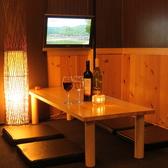 4名様迄の半個室。間接照明のある雰囲気溢れるお席。