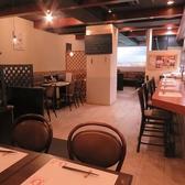 全席テーブルになっております。空間を広く使った店内で隣を気にせずお食事をお愉しみ下さい♪