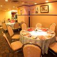 円卓テーブルは、団体様にもおすすめしております。当店はご家族で、ご友人での普段のお食事でのご利用はもちろん、会社宴会から同窓会までご利用いただけます。大規模宴会のご予約も、ぜひお気軽にお問合わせお待ちしております。