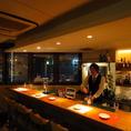 夜景の見えるレストラン&バー♪カウンター奥には錦の街を垣間見る事が出来る大きな窓をご用意!デート使いや雰囲気重視の貸切にもおすすめ☆