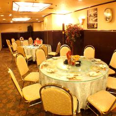広い当店のフロアでは、テーブル席の数も豊富にご用意しております。ご家族で、ご友人での普段のお食事でのご利用はもちろん、会社宴会から同窓会までご利用いただけます。大規模宴会のご予約も、ぜひお気軽にお問合わせお待ちしております。