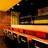 全国の銘酒と対面するカウンター席。臨場感あふれるキッチンの様子をお楽しみください。