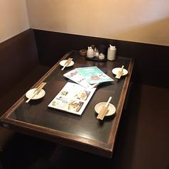 合コンや女子会、接待におすすめのテーブル個室。ダウンライトが大人の空間を演出致します。朝まで営業しておりますのでお時間を忘れ、寛ぎの空間でごゆっくりとお過ごしください。(たまプラーザ・居酒屋・個室・焼き鳥・飲み放題・宴会)※店内写真はイメージ写真を使用しています。