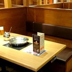 2~4名様向けテーブル席。友人や同僚同士、カップルでのご利用に是非☆ゆったり寛げるお席です。※写真はイメージです。