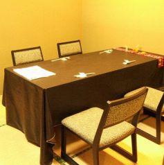 2~4名テーブル、3席