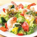 料理メニュー写真海老マヨと緑黄色野菜のシーザーサラダ