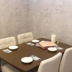 【3F個室4名様席】お好きなドリンクとお料理を個室で楽しもう◎周りの目を気にせずにお楽しみいただくことができます。女子会や各種パーティーに、4名様から個室をご利用頂けます♪