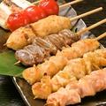 料理メニュー写真《やきとり》皮串・砂肝串・つくね串・鶏ればー串・ぼんじり串・もも串(全て塩/タレ)