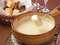 料理メニュー写真4種のクリーミーチーズフォンドュ