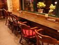 外の景色を眺めながらお食事が愉しめるカウンター席。