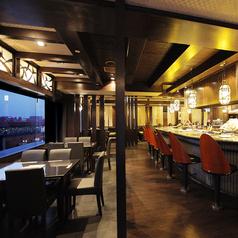 2名様~対応可能なテーブル夜景席です。雰囲気が良く人気のお席です。人気の席なので早めのご予約がオススメです。