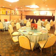 8名様~OKの円卓と広いフロア。贅沢な宴会が可能です!