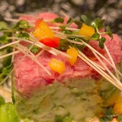 料理メニュー写真彩り野菜のバーニャカウダ/トロ鮪とアドカドのタルタル