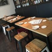 【2名テーブル×5】横につなげると最大10名様利用可能のテーブル席。