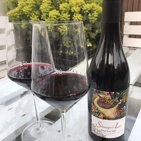 ソムリエが厳選した70種類のワインをご用意しております