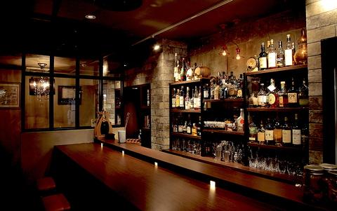 アメリカ禁酒法時代の隠し倉庫がモチーフの、カクテルBARです。