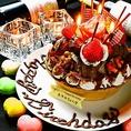 特製手作りホールケーキ☆★☆無料デザートプレートもご用意しております♪記念日を素敵に演出するため料理人特製のホールケーキをお出しできます。大きさなど人数様に合わせてお作りいたしますのでお気軽にお問い合わせください。コース料理も併用可能です。誕生日や記念日のお祝い・サプライズにどうぞ♪【新宿/居酒屋】