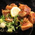 当店人気No1メニューの「こけこっこ焼き」の塩味が登場♪紀州産鶏もも肉を塩味ゆずこしょうで焼き上げました。
