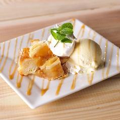 料理メニュー写真アップルパイのバニラ添え