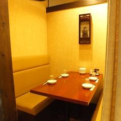 半個室のテーブル席。少人数でゆっくりとお食事されたいお客様にぴったり♪扉はありませんがプライベート感満載です。