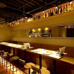 4名様迄着席可能なテーブル席は全部で12卓ご用意。少人数での飲み会、女子会、誕生日会、大人数での会社宴会・歓送迎会などのご利用に最適です!KITSUNEはリーズナブルな飲み放題付き宴会コースもご用意♪飲み放題が付いて3000円~とコスパ抜群!※禁煙席