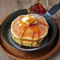 料理メニュー写真発酵バターとメイプルシロップのシリアルパンケーキ