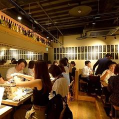 テーブル席は最大6名様迄ご予約可能なテーブル席をご用意。会社宴会、ファミリー、合コン、誕生日会、女子会など様々なシーンでの使い勝手抜群です★KITSUNEの全てを詰め込んだ宴会コースもご用意♪全12品豪華天ぷら等贅沢なコースは120分飲み放題付き4500円!※禁煙席