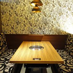 ◇完全個室◇接待や会食などにおすすめのお席です!完全個室なので周りのお客様を気にせずプライベートな時間をお楽しみいただけます。最高級のシャトーブリアンを味わいつくせる贅沢なコースもございますので、ぜひお気軽にお問合せください。