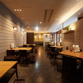 大阪駅徒歩1分/ 梅田駅徒歩3分の好立地。グランフロント大阪南館7階にございます。20名様以上の宴会は、テーブルフロアを貸切でご宴会を行うことも可能です。最大で60名様まで可能ですので、大人数でのお集まりにぜひ当店をご利用ください。