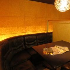 くつろぎのソファー席はVIP気分が味わえるとお客様に人気のお席です。SNS映え間違いなしのおしゃれ空間!!人気のお席のためご予約はお早めに◎