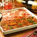 料理メニュー写真厳選・セラーノ生ハムとイベリコ豚チョリソーの盛り合わせ