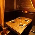 《間仕切りで半個室》パーテーションで仕切ることができるテーブル席は、半個室風にご利用いただけます。