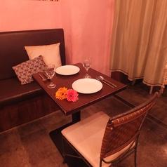 温もりのある店内のテーブル席はおひとり様はもちろんデートや女子会等にも大活躍☆