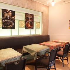 料理とお酒を囲んでワイワイできるテーブル席完備♪デートや女子会など様々なシーンに◎