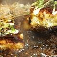 【お好み焼きへのこだわり】お好み焼き専用の国産小麦を使用し、キャベツの切り方を工夫し卵・長芋がふんだんに入ったふわっふわのお好み焼き!