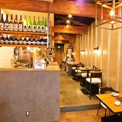厨房がすぐ横にあるので、鰹の藁焼きなど調理している職人を眺めながらお酒を飲める♪そんな贅沢を堪能出来る店内の造りとなっております。
