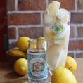 『ヤミツキレモンサワー』当店おすすめのドリンクです。レモンを丸々1個使用し、キンキンに冷えた状態でご提供いたします。