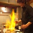 水晶焼きは、専門スタッフが目の前で調理。絶妙な火加減など、プロにお任せが一番!