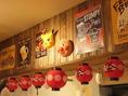 昭和の「祭」のようなワクワクする内装。