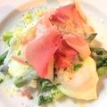 料理メニュー写真グリーンアスパラと卵のパルマ風